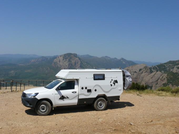 Toyota Hilux camper